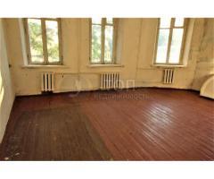 Продам 2-х комнатную квартиру центре города!